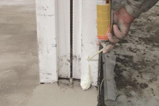 Skumma både bottenplattan och sidorna på blocken.